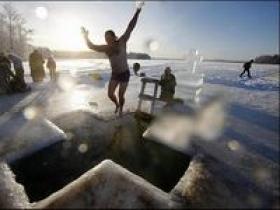 Правила поведения на воде во время крещенских купаний